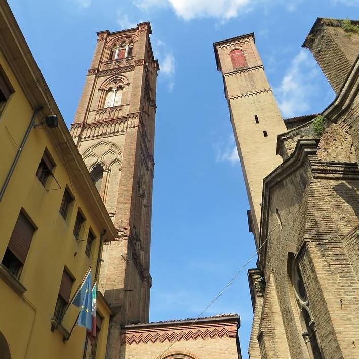 torre degli asinelli bologna Travel Guest Post